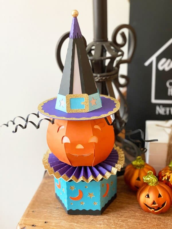 Read more about the article Pumpkin Luminary Treat Box With The Cricut