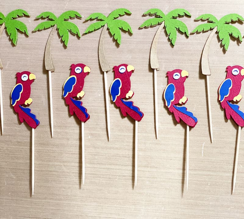 Read more about the article DIY Cupcake Toppers With The Cricut