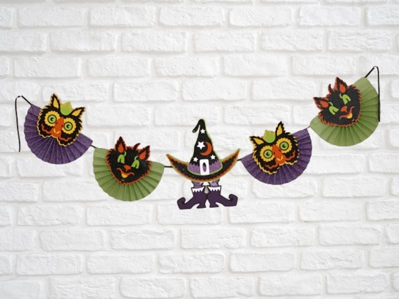 Read more about the article Fun Halloween Banner Made With The Cricut