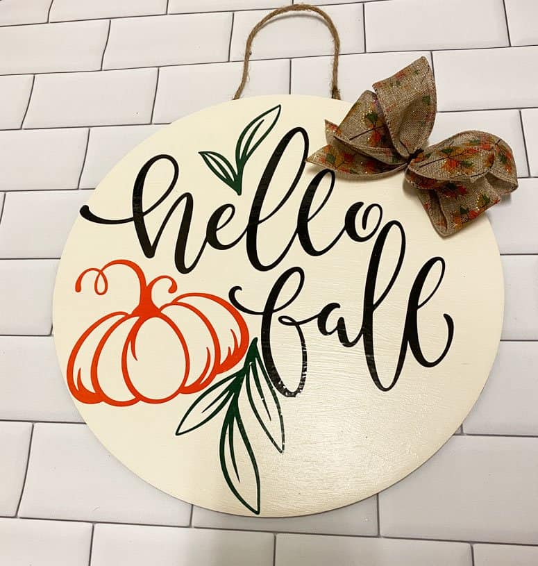 Read more about the article Easy DIY Fall Sign With The Cricut And Vinyl