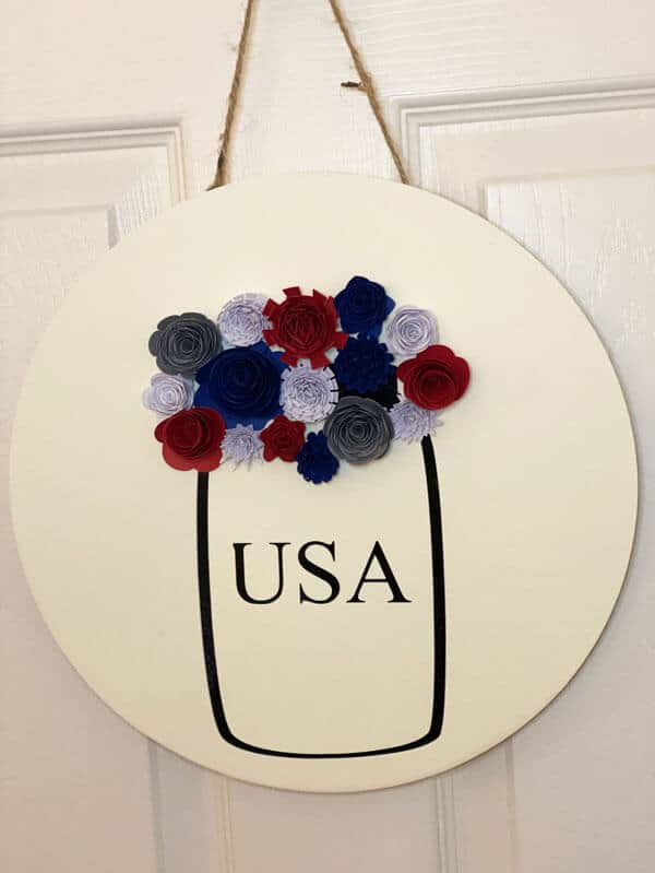 Read more about the article Learn How To Make This Patriotic Wall Hanging