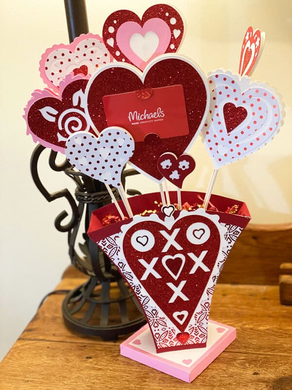 DIY Valentine's Gift Card Holder Vase With The Cricut